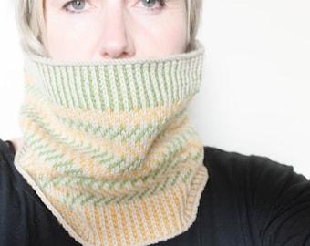 Hand-knit zig-zag colourwork cowl tube scarf