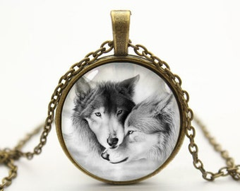 wolf glass bronze picture pendant necklace