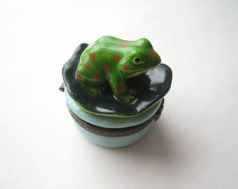 Vintage porcelain trinket box, porcelain frog, ceramic jewel box, porcelain jewel box, ceramic frog box, small jewel box, keepsake box, frog