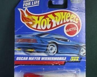 Vintage NOS 1995 Hot wheels Oscar Mayer wienermobile  #204