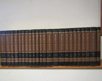 1975 WORLDBOOK Encyclopedia 22 volume set A thru Z , index and 1976 Science yearbook