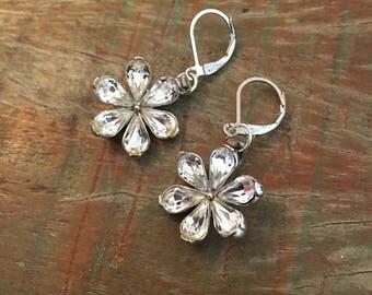 Vintage flower rhinestone earrings