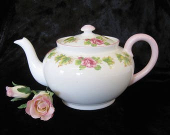 Shelley Round 3-4 Cup Teapot with Deep Pink Roses and Pastel Pink Trim