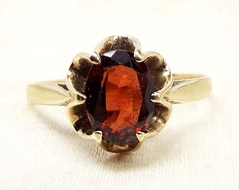 Vintage / 9ct Yellow Gold Deep Red Garnet Flower Solitaire Ring / Size P 1/2
