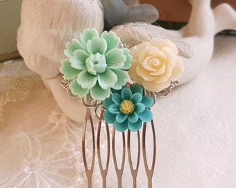 Flower comb Mint green Turquoise White Flower Silver comb Bridesmaid hair comb