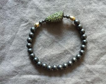Oxidized Silver Bead Stretch Bracelet with Peridot Pave Bead