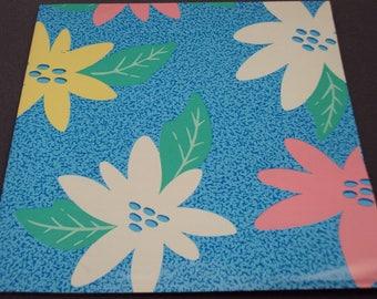 Kleurrijke jaren 1980 - jaren 1990 blauw groot roze geel & wit bloemen Gift Wrap Pastel Wrapping papieren jaren 90 negentig 80s jaren tachtig