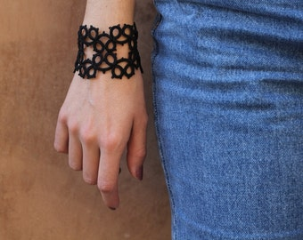 Black lace cuff bracelet/tatted bracelet/lace bracelet/black bracelet/lace jellewery/cuff bracelet