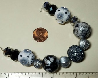 Designer Beads / Flowers / Black, White & Gray / Art Beads Strand