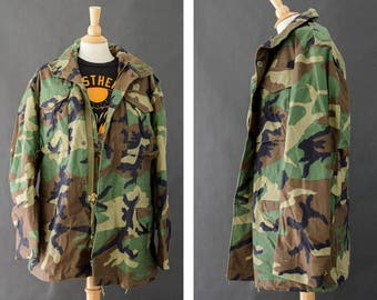 M65 Camouflage Jacket, Vintage Army Coat, Camo Jacket, Woodland Distressed Camo, 90s Grunge Jacket, Cold Weather Coat, Size Small Long