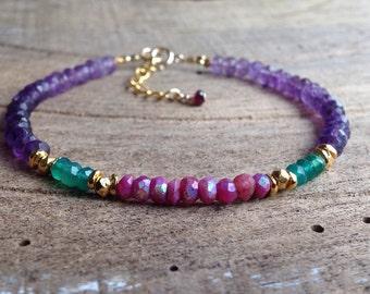 Bracelet fin, Améthyste, Pierre de Lune mystique rubis, Onyx vert, perles en argent plaqué or 24 K, Gypsy Chic