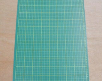 "18"" x 24"" GREEN/BLACK Self Healing 5-Ply Double Sided Durable PVC Cutting Mat -70182"