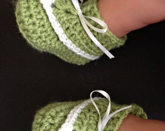Leprechaun/Pixie Style Baby Booties and Hat