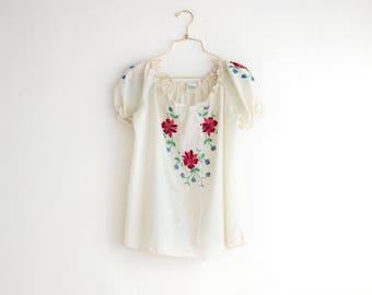 Vintage Embroidered Blouse, Flowers Embroidered Shirt, Peasant Blouse, White Blouse, Puff Sleeve Blouse, Short Sleeve Top Size Medium