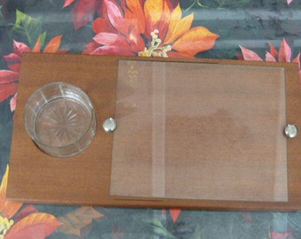 tray wooden cheese with a glass ramekin, star carved deep, location to put the knife, vintage 1950-1960