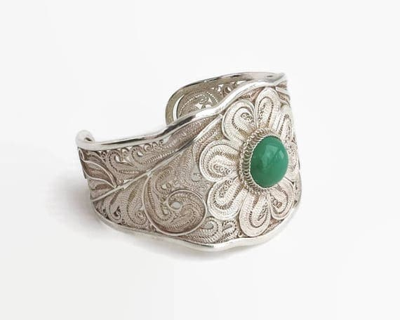 Sterling silver filigree cuff bracelet with green Chrysoprase cabochon in bezel setting, handmade, heavy and wide, open back, 42 grams