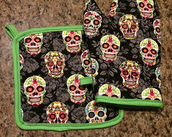 Black sugar skull insulated/quilted oven mitt and pot holder set