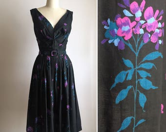 1950s cotton dress S/M ~ vintage dark floral day dress
