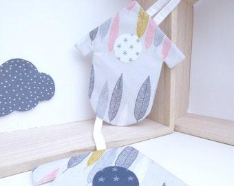Hanger / Garland 3 birdhouses in grey pattern fabric leaves