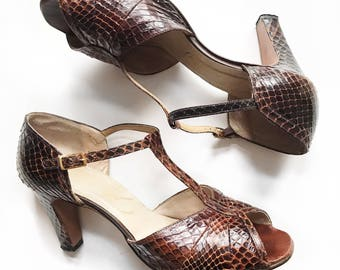 1940's/1950's brown snakeskin T-strap dancing shoes. Size 8.5/9.