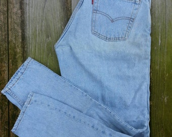 """Levis 560 jeans W31"""" x L32"""" Made in USA, loose fit, tapered legs, light wash denim blue 90s vintage jeans"""