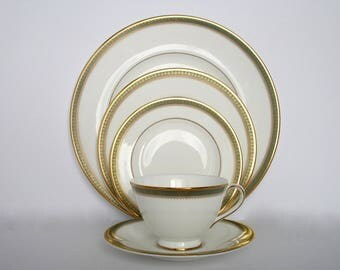 4 Place Setting, Royal Doulton England Fine Bone China Clarendon H.49983 Dinnerware, Discontinued China