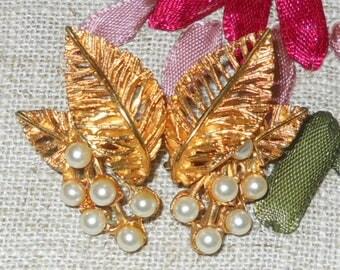 1950s vintage pearl gold leaf clip on earrings
