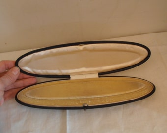 A rare and unusual oval vintage jewelry box