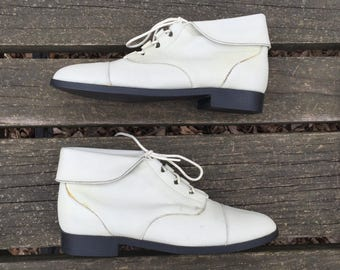 Boots - Size 8 Off White Leather Ankle Boots Granny Booties Lace up Tie Fold Down Hippie Hipster Boho Prima Royale Womens