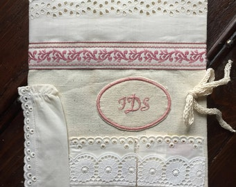 Cover for notebook in flax and hemp with broderie anglaise and monogram