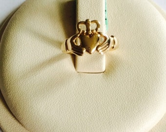 14k yellow gold Claddagh ring; 1.4 grams; size 6; friendship ring; Gift for her; any occasion