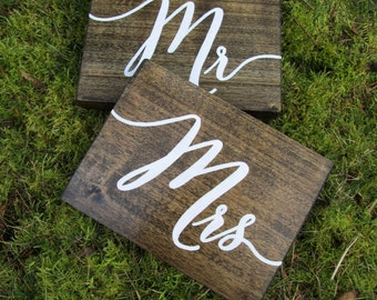 Mr and Mrs signs, rustic mr and mrs signs, wood mr and mrs signs, hanging chair signs, mr and mrs wedding signs, rustic wedding signs