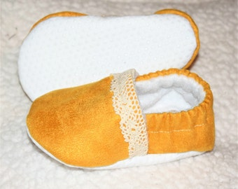 Baby Booties in Mustard with Lace, Baby Moccasins, Crib shoes, Baby Shoes, Baby Gifts