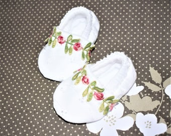 Floral Baby Booties, White with Floral Baby shoes, Baby Gifts, Baby shower Gifts, Girl Baby shoes, White Baby Booties