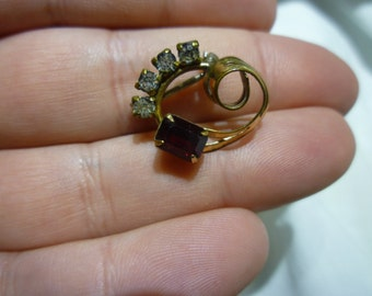 A59 Vintage Small Gold Filled Rhinestone Pin.