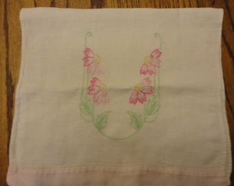floral tea towel with daisies