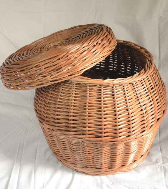 Handmade Wicker Storage Basket With Lid Laundry Basket