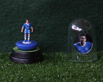 Frank Lampard (Chelsea) - Hand-painted Subbuteo figure housed in plastic dome.