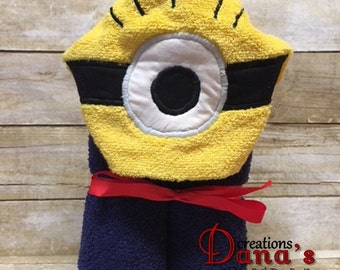 Minion Hooded Towel ~ One Eyed Minion Hooded Towel ~ Despicable Me Hooded Towel ~ Minion Birthday ~ Despicable Me Birthday ~ Bath Towel
