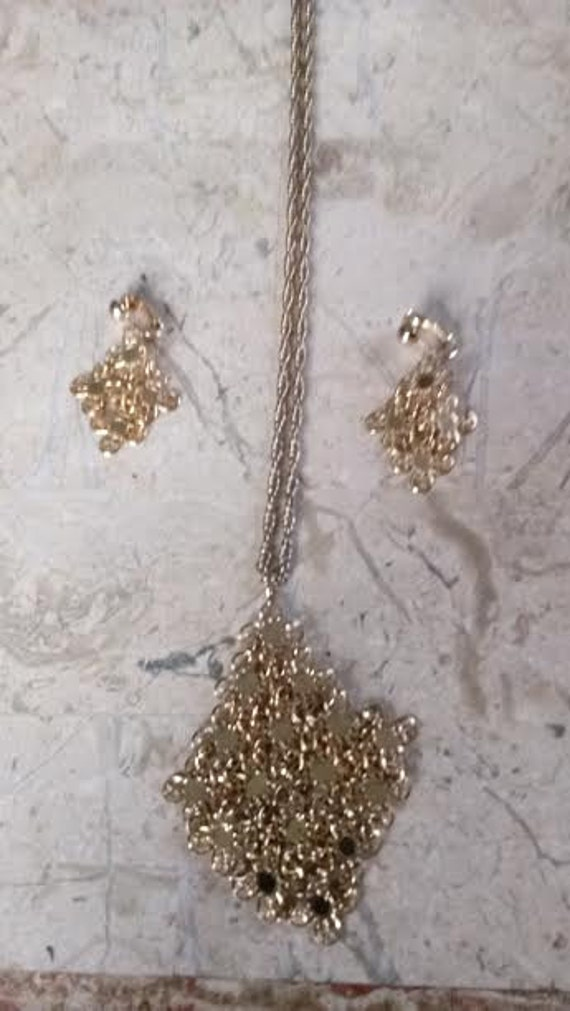 Sarah Coventry. Sparkling gold tone pendant on a gold tone chain.with matching clip earrings