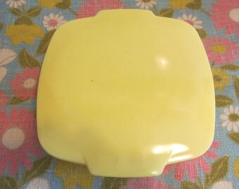 PYREX - Primary Yellow Square Hostess Dish Bowl 515, with 2 1/2 QT. and original Lid - Made in USA - 1950s
