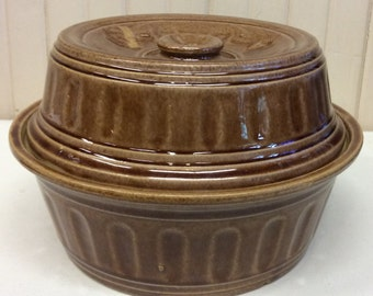 Vintage USA Covered Casserole Dish - Brown & Tan Pottery