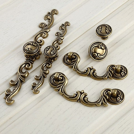 Drawer knobs pulls antique brass small dresser knobs for Small cabinet pulls