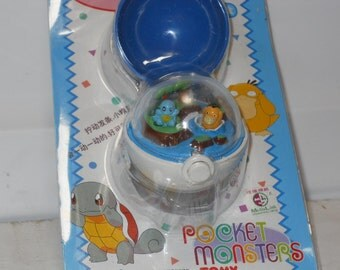 Vintage Pocket Monsters POKEMON Poke Ball Wind Up Keychain w Squirtel and Psyduck New in Package