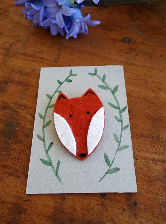 Brosche Fuchs aus Filz mit handgemaltem Tag
