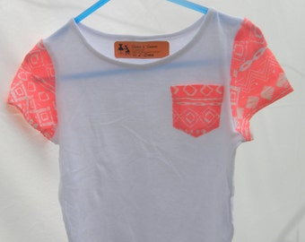 Girls T-shirt with contrast pocket and sleeve