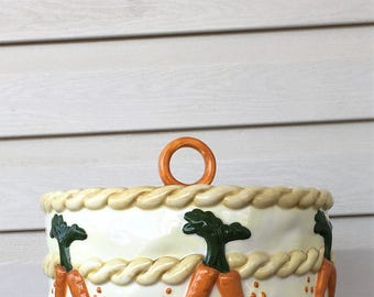 Cake cover with carrots lid saver stand dinner dessert retro top ceramic Easter bunny rabbit vintage