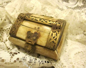 Camel Bone/Brass Trimmed Trinket Jewelry Box Made In India