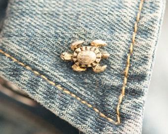 Vintage sea turtle pin   tie tack   brooch (stock# 546)