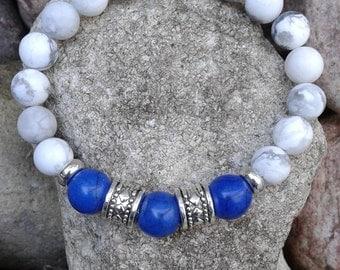 20) Bracelet en howlite et ornée et 3 turquoises